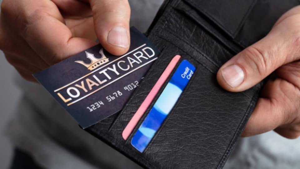 Ein Portemonnaie voller Kundenkarten ist unpraktisch.
