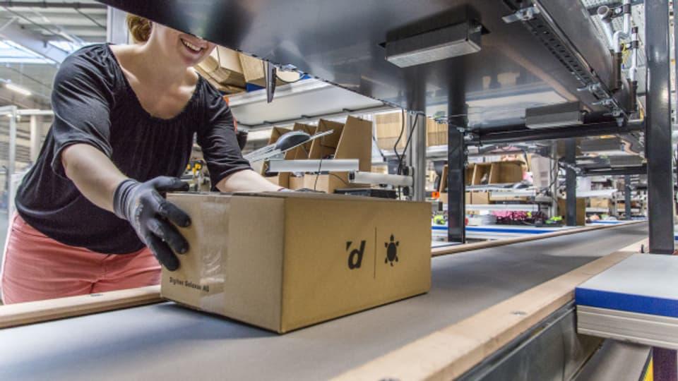 Grosse Logistikcenter bewältigen die Flut von Paketen, ausgelöst durch den Onlinehandel