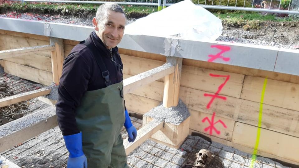 Exhumator Heinz Wicki kennt jeden Knochen des menschlichen Körpers.