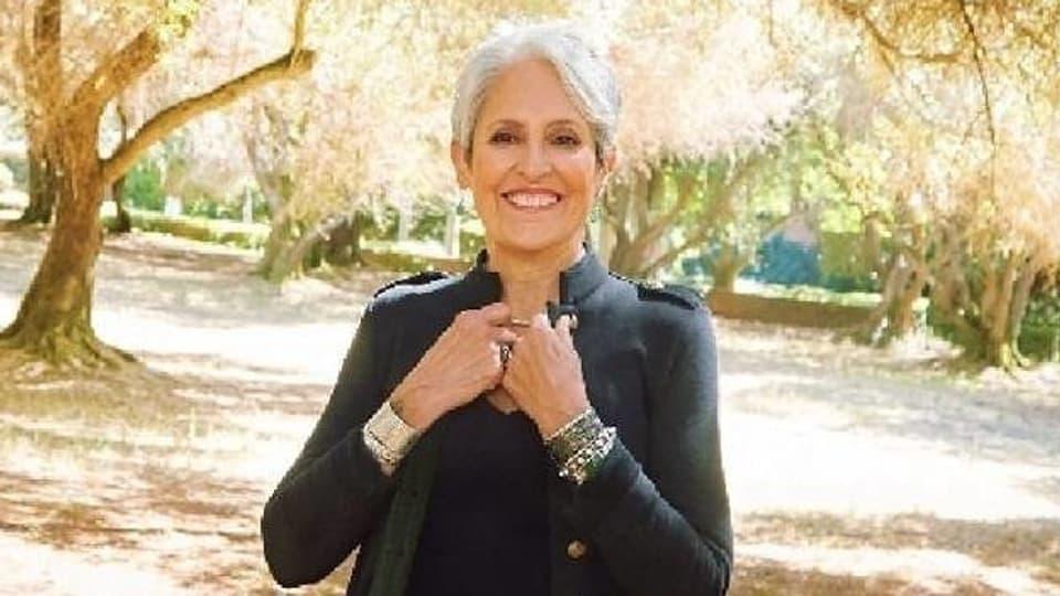 Wurde bekannt mit ihrer klaren Gesangsstimme und ihre politische Aktivitäten gegen den Vietnamkrieg und Rassentrennung.