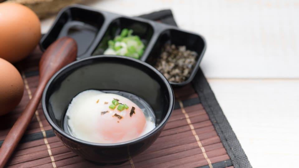 Onsen-Eier sind Eier, die in Japans heissen Quellen, sogenannten Onsen, gegart wurden.