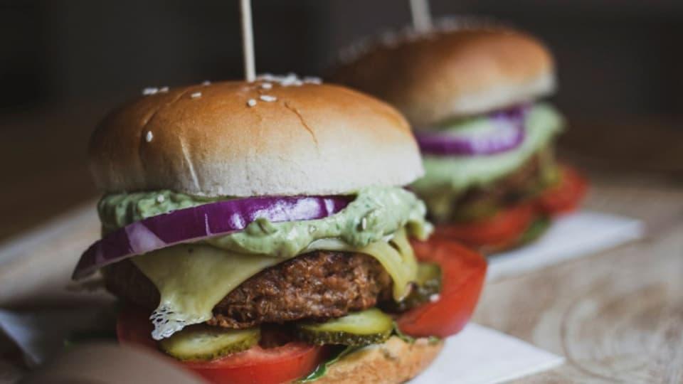 Hamburger mit Fleisch-Ersatzprodukten