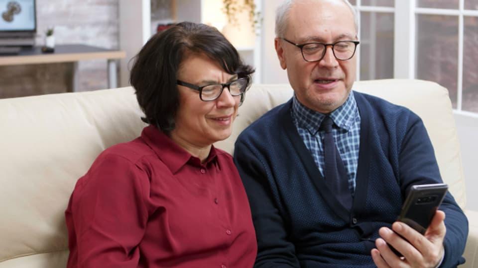 Laut Studie sind ältere Menschen neuen Technologien gegenüber weniger offen als Junge.