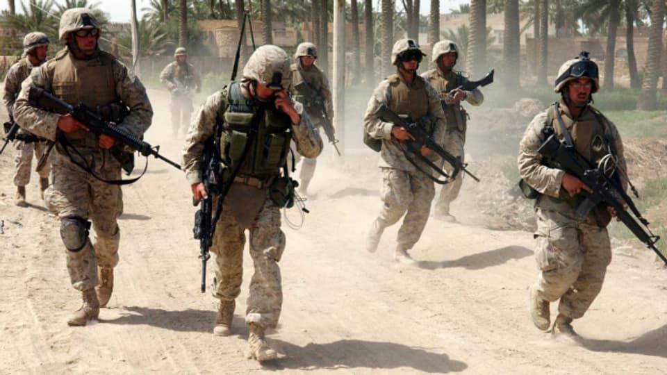 US-Soldaten während eines Einsatzes in Ar Ramadi im Irak 2003