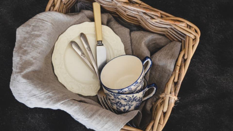 Picknicken mit richtigem Geschirr macht mehr Spass.