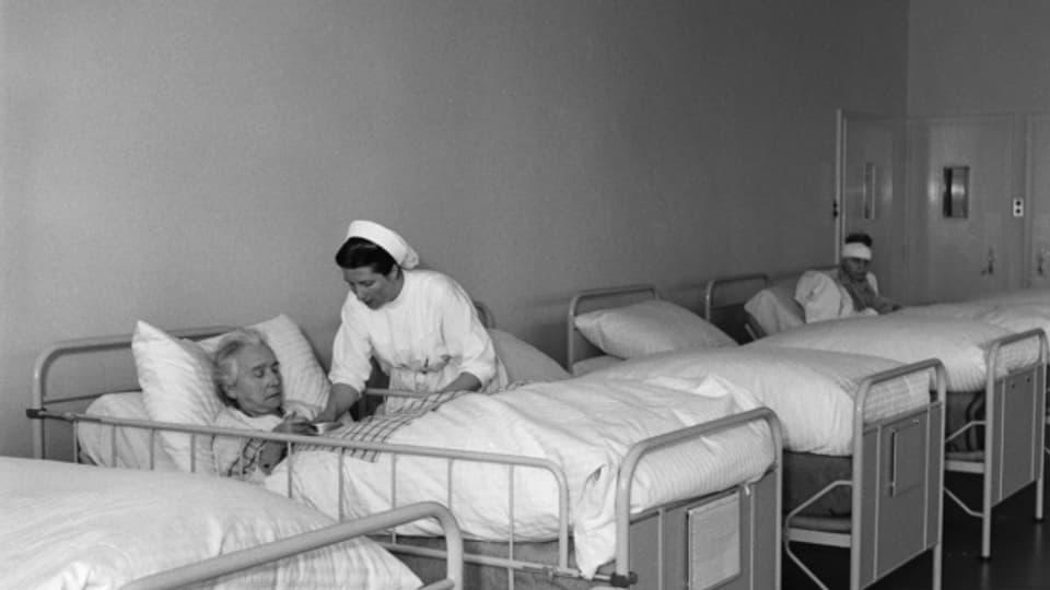 Die Klinik Bethesda in Tschugg bei Erlach im Seeland 1949.