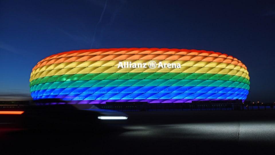 Das Münchner Stadion in Regenbogenfarben