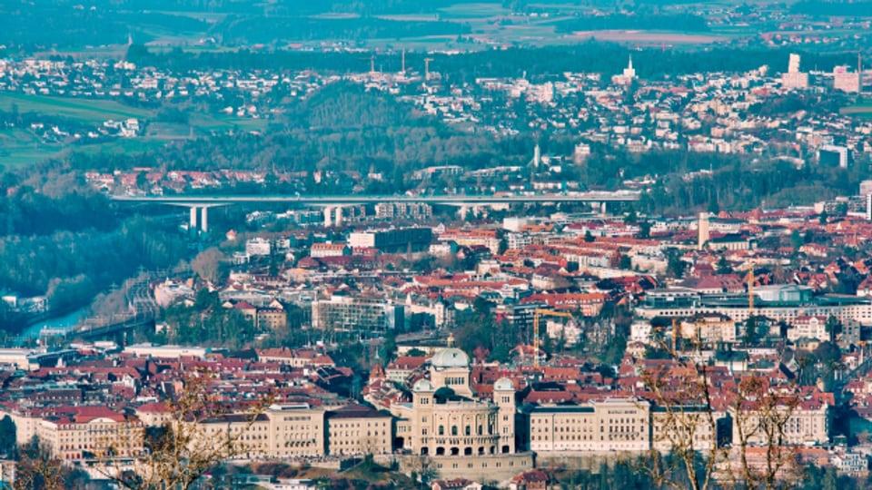 Wo hört die Stadt auf und wo beginnt das Land? Das lässt sich vom Gurten mit dem Blick auf die Stadt Bern nicht erkennen.