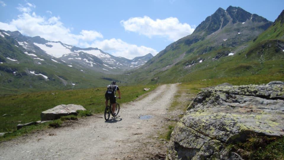 Mit dem Bike durch die Berge.