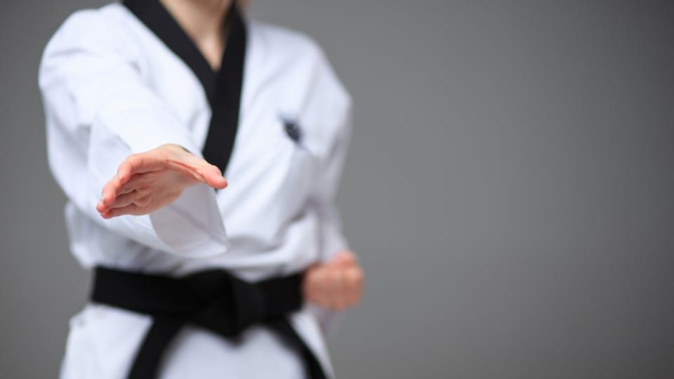 Karate ist für Frauen und Männer, unabhängig vom Alter, geeignet.