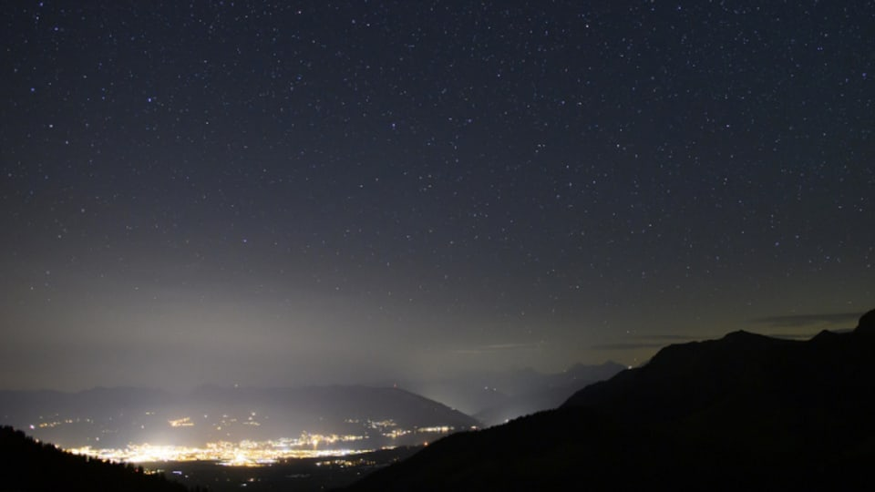 Lichtverschmutzung durch die Stadt Thun.
