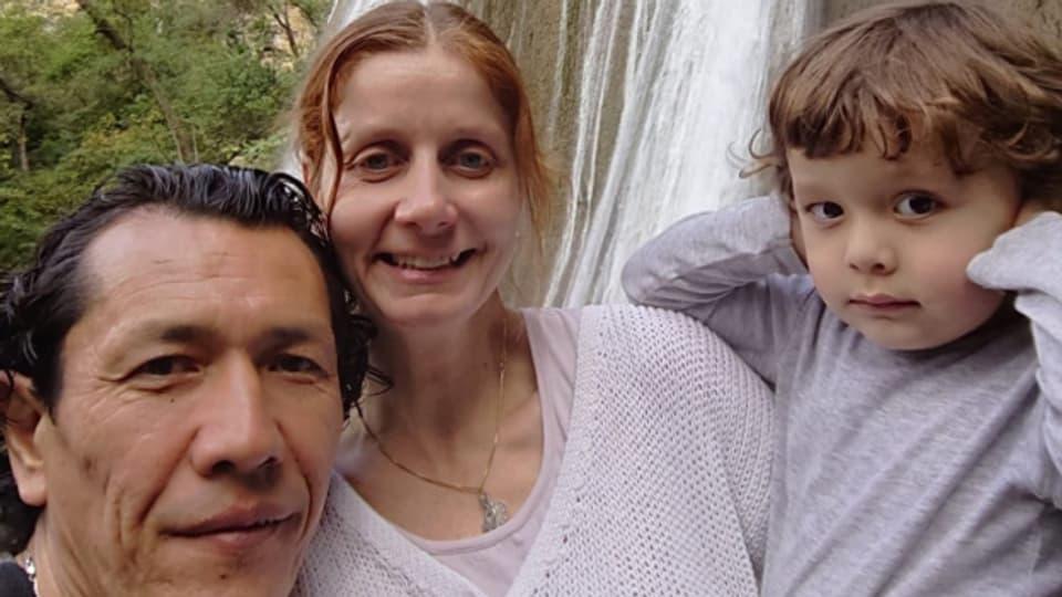 Stefanie Lanzrein mit ihrem Mann Alijon Mamarasulov und Sohn Andrin Aziz.