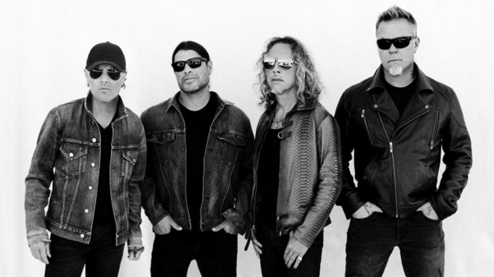 Sänger und Gitarrist James Hetfield (rechts) von Metallica schrieb das Lied während eines Telefonats.