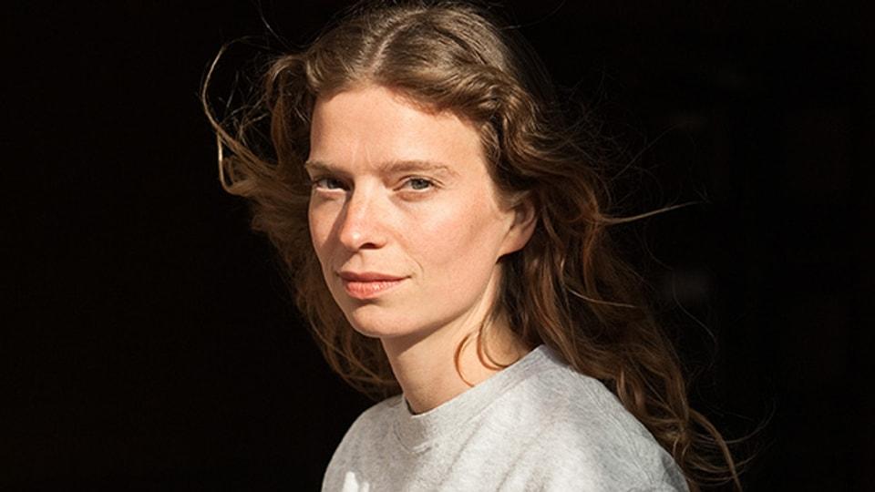 Die junge Basler Autorin Ariane Koch hat es mit ihrem Debüt gleich in den renommierten Suhrkamp Verlag geschafft.
