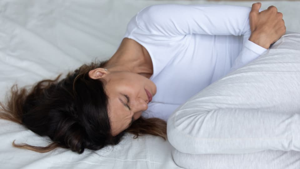 Menstruationsbeschwerden darf man ruhig mit einem Schmerzmittel bekämpfen.
