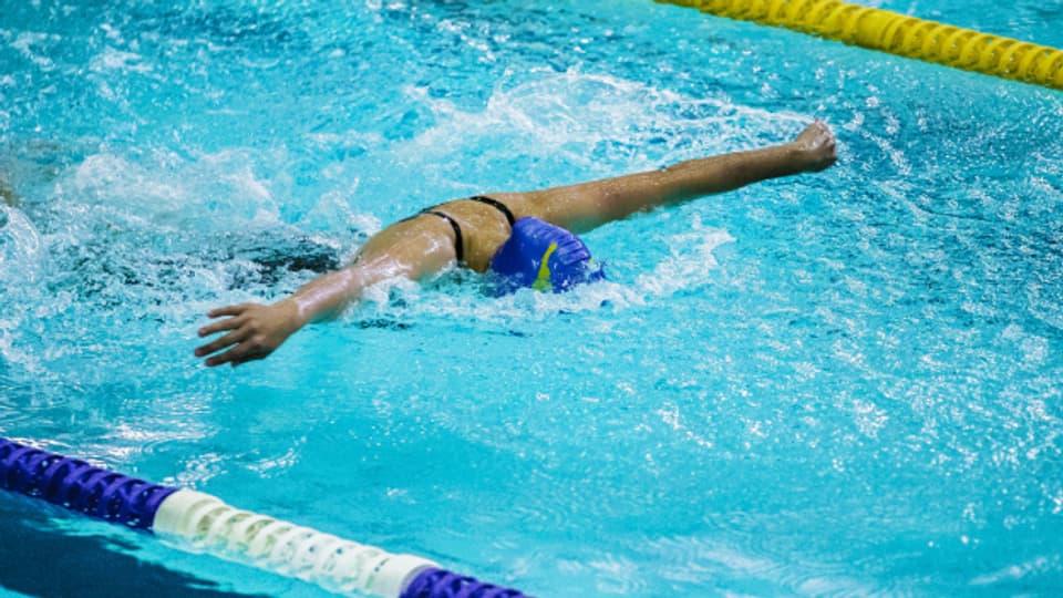 Schwimmen während der Menstruation kann sehr gut tun.