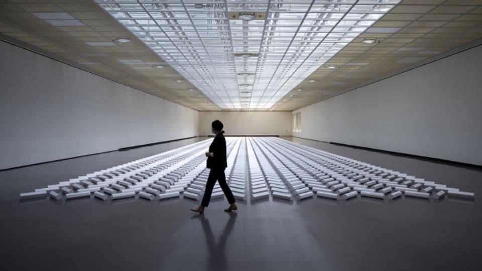 Eine Bodenskulptur des amerikanischen Künstlers Walter De Maria, aufgenommen im Kunsthaus Zürich