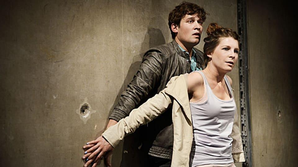 Matthias Britschgi (Dani) und Anna Schinz (Bianca) in einer Aufführung des «Jungen Schauspielhaus Zürich».