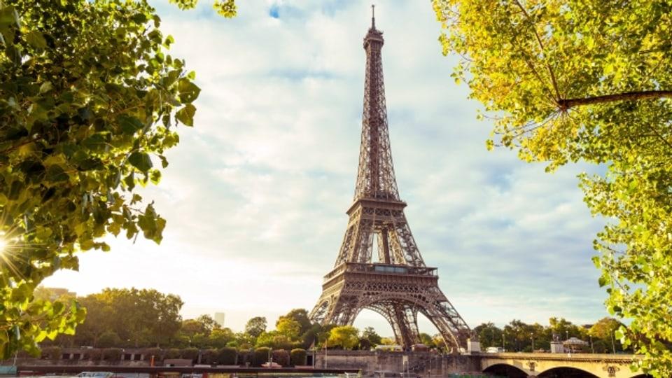 Der Eiffelturm im Morgenlicht