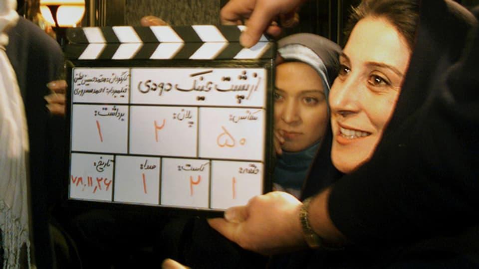 Die iranische Schauspielerin Ftemeh Motamed Aria während Dreharbeiten im Jahr 2000.
