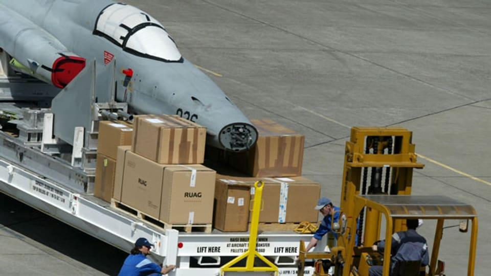 Verlad einer Tiger-Rakete für den Versand an die USA, 2003.
