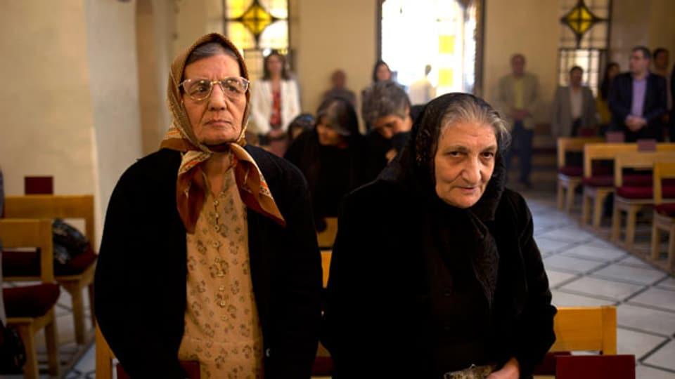 Orthodoxe Armänierinnen in einer Kirche in Damaskus, 2013.
