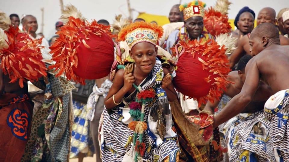 In Benin leben Christen, Animisten und Woodoo-Anhänger friedlich nebeneinander