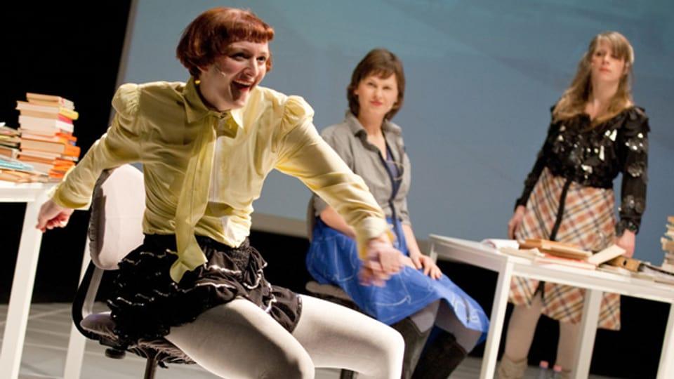 Eröffnen mit «Schubladen» die Basler Dokumentartage: die Performerinnen von «She She Pop».