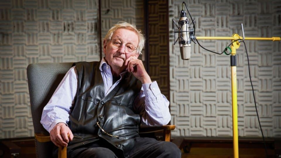 Peter Bichsel im Hörspielstudio.