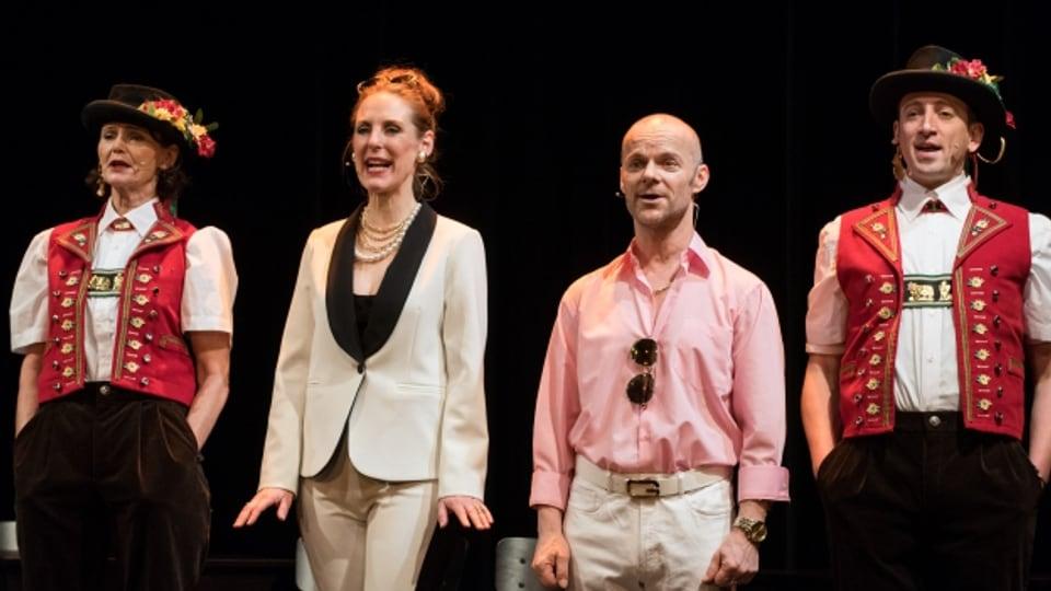 Charlotte Heinimann, Anikó Donáth, Roland Herrmann, Rolf Sommer auf der Bühne des Theater Hechtplatz.