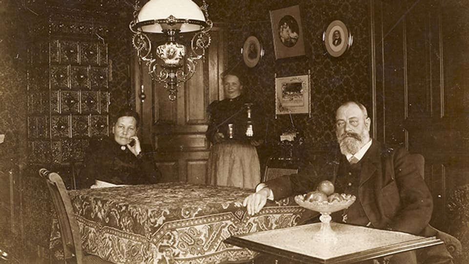 Ehepaar mit Köchin zu Gottfried Kellers Zeiten (1899).