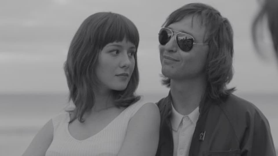 Mike und Natasha (Roman Bilyk, Irina Starshenbaum) in «Leto»