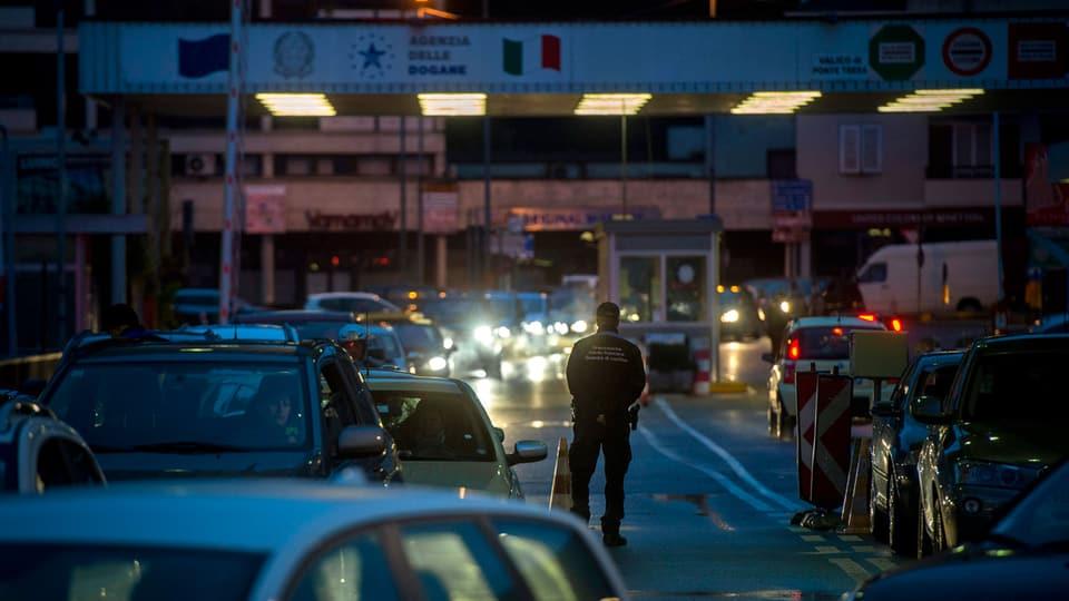 Grenzübergang nach Italien in Ponte Tresa, Tessin.