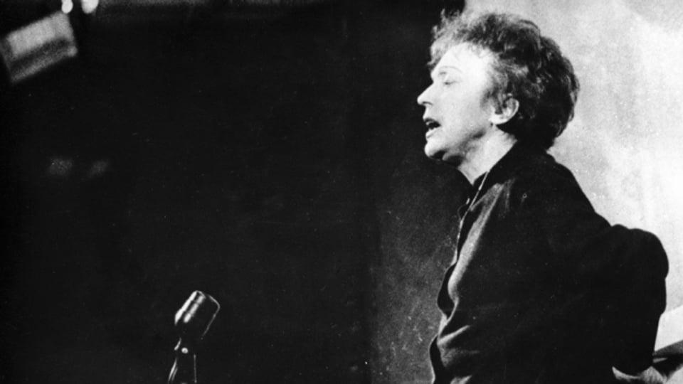 Mit ihren 450 Chansons hat die französische Sängerin Edith Piaf Musikgeschichte geschrieben.