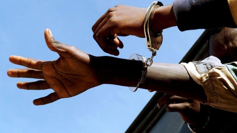 Der Reflex, dass dunkelhäutige Menschen an sich gefährlich, bedrohlich und kriminell sind, stammt aus der Kolonialzeit