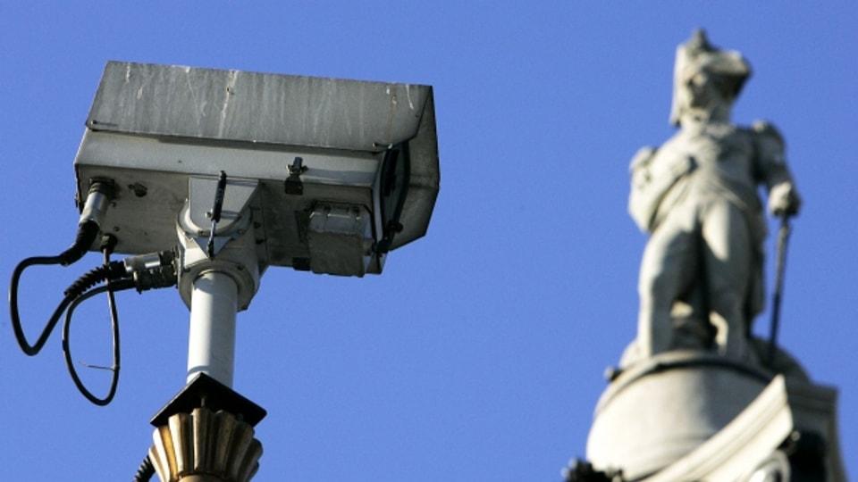 Nach der Überwachung durch den Staat, kommt die Selbstüberwachung durch neue Technologien.