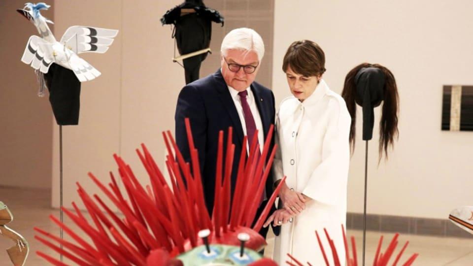 Der deutsche Bundespräsident Frank-Walter Steinmeier und seine Frau Elke Büdenbender zu Besuch an der documenta 14 in Athen.