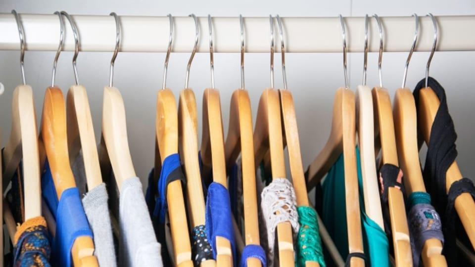 Schaut man in unsere Kleiderschränke sind wahrscheinlich wenige Kleidungsstücke wirklich nachhaltig produziert worden.
