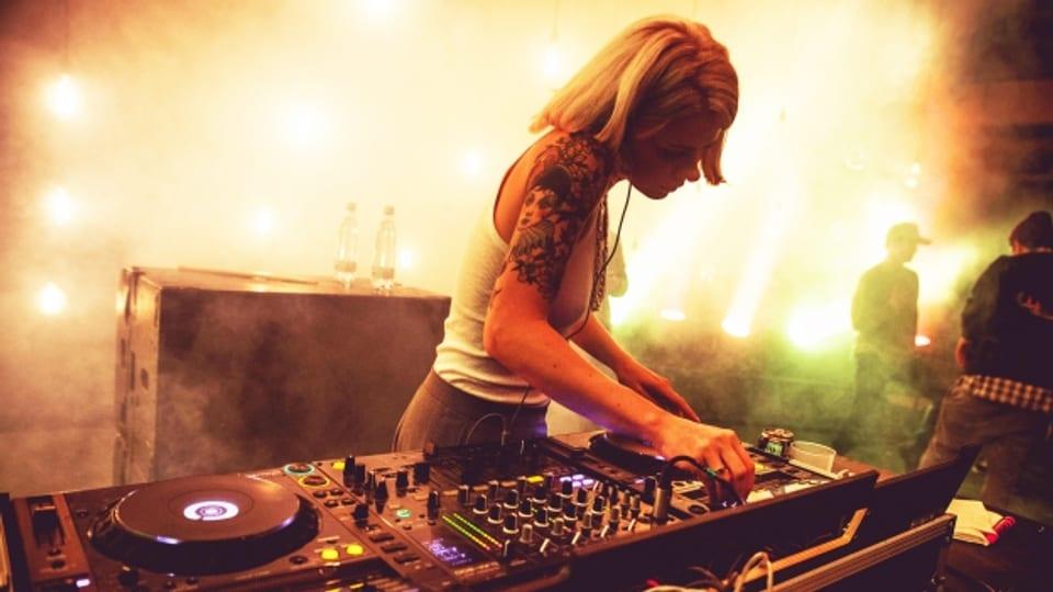 Sexismus hinter den Plattentellern ist Realität. Ein Frischlinge entwickeln neue Ideen für eine alte Oper. Pierre Bismuth und seine Liebe zum Film sowie der weibliche DJ - eine Minderheit.
