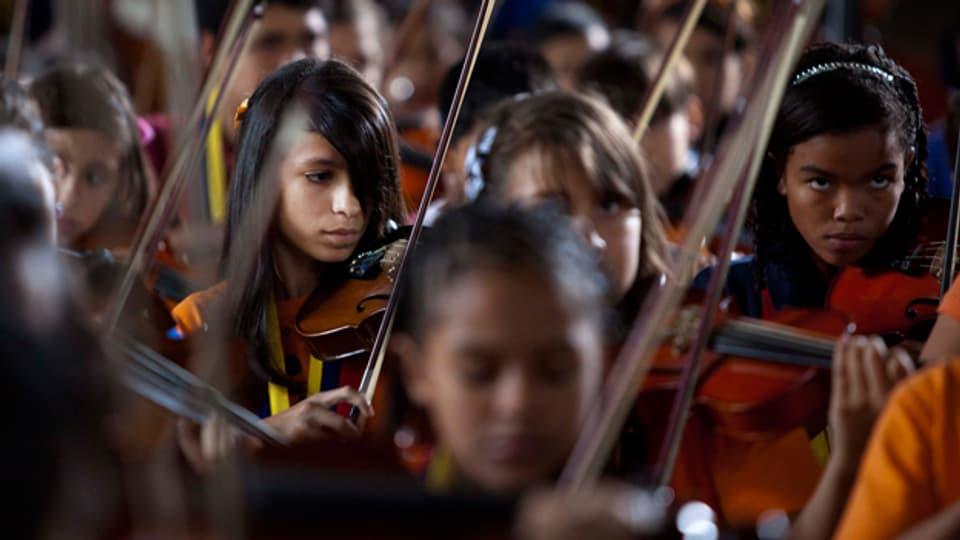 Das Jugendorchester Venezuelas unter der Leitung des Stardirigenten Gustavo Dudamelaus .