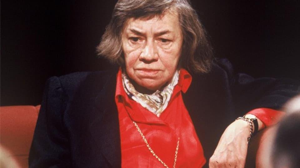 Die Schriftstellerin Patricia Highsmith in der britischen Fernsehshow «After Dark», 1988.