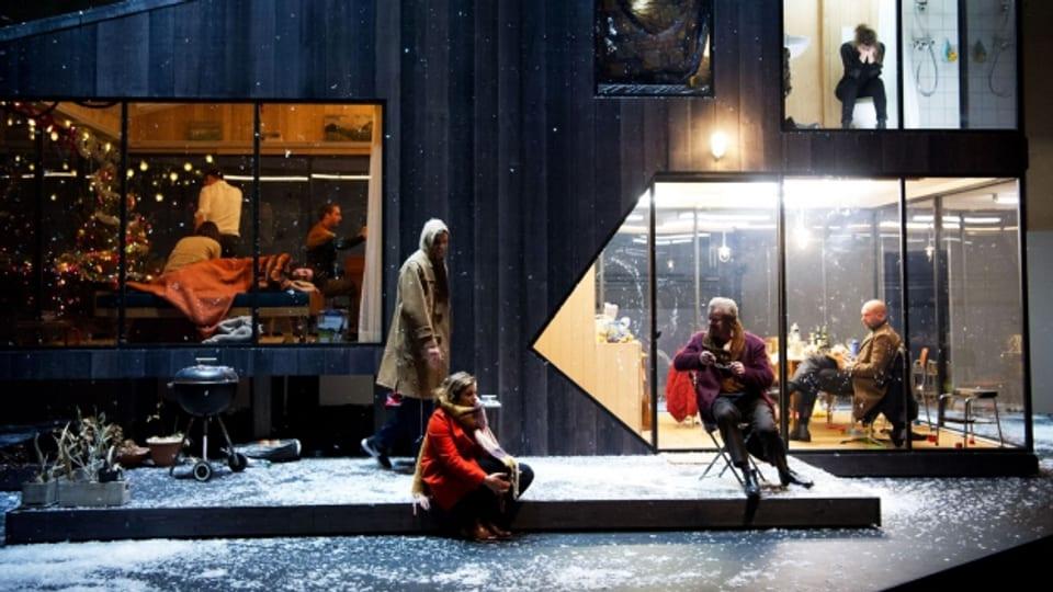 Eisig: «Drei Schwestern» am Theater Basel.
