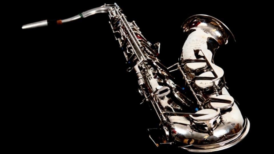 Aufgrund des Klanges und der golden glänzenden Oberfläche des Saxophons, hat sich Valentine Michaud verliebt.