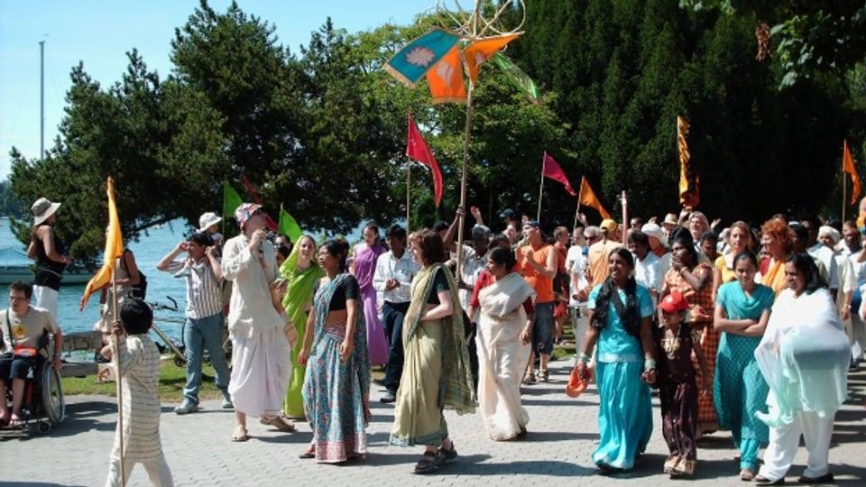 Sichtbarer Auftritt: ein Hare Krishna Umzug im Zürcher Seefeld.