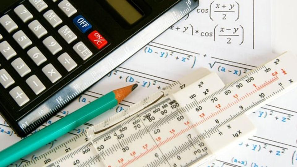 Viele Gymnasiasten und Gymnasiastinnen wählen das Fach Mathematik innerlich ab, was später zu Problemen führen kann.