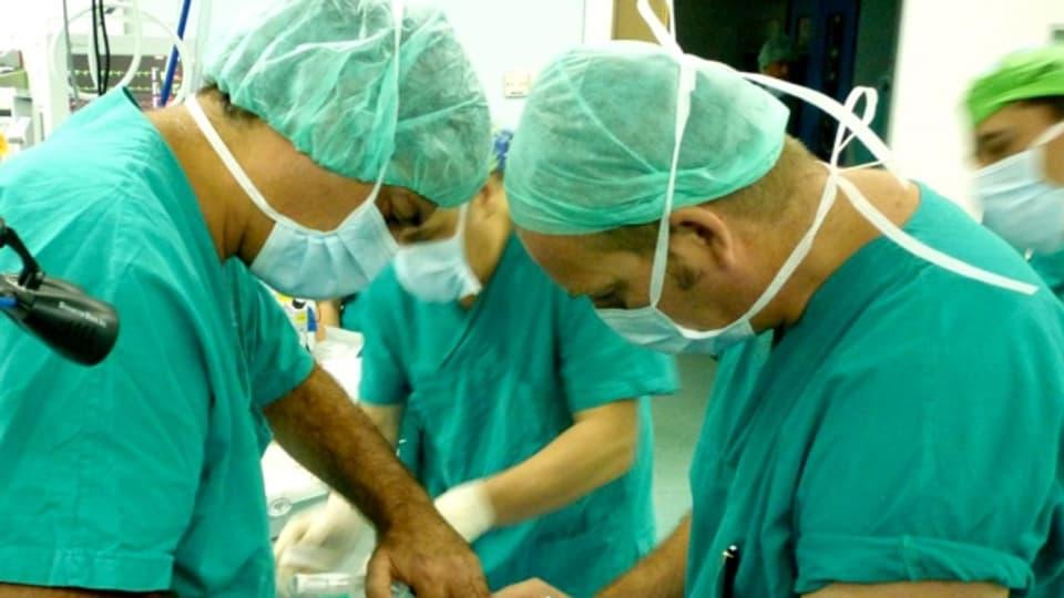 Starchirurg in Bedrängnis.