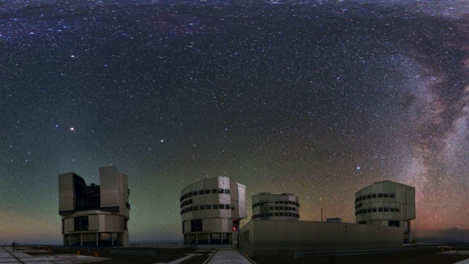 Die Riesenteleskope des Paranal Observatorium.