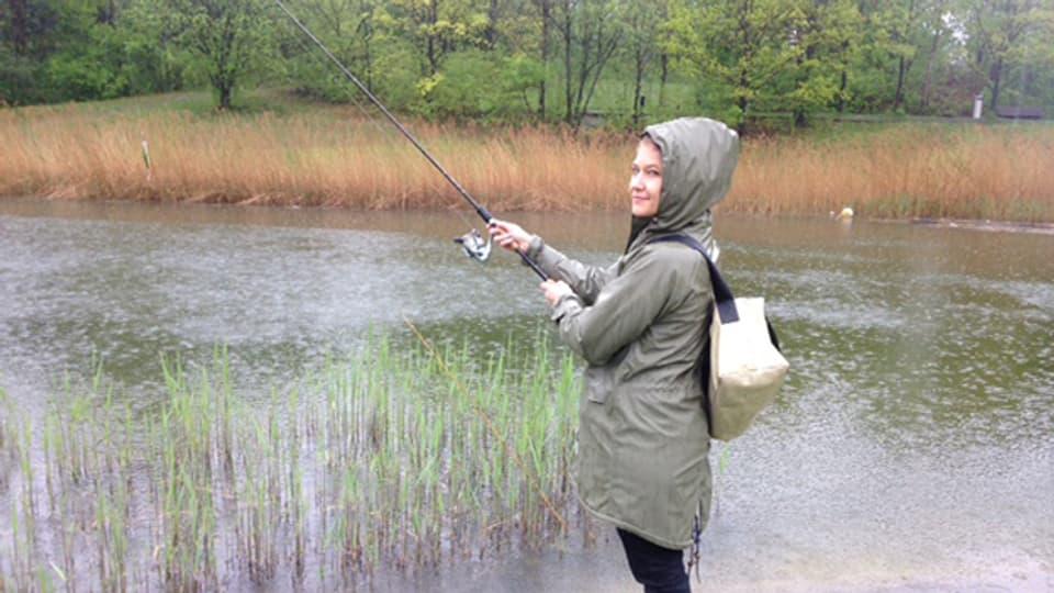 Noch glaubt Anic Lautenschlager, dass sie den ganzen grossen Fisch an Land zieht.