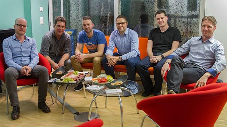 Manuel (31, AR), Jürg (31, SG), Luc (35, BL), Simon (36, SO) und Oliver (41, ZH) diskutieren mit Alex Blunschi die Rush Hour des Lebens.