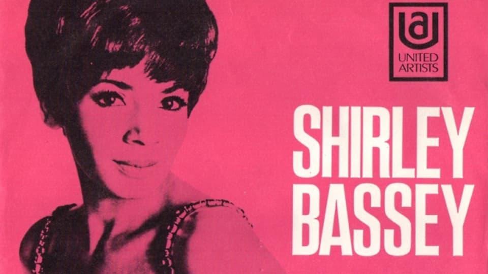 Shirley Bassey - Die einzige Sängerin die drei Mal für einen James Bond Film die Titelmelodie singen durfte.